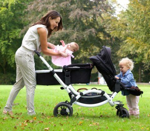kvinde med sine børn